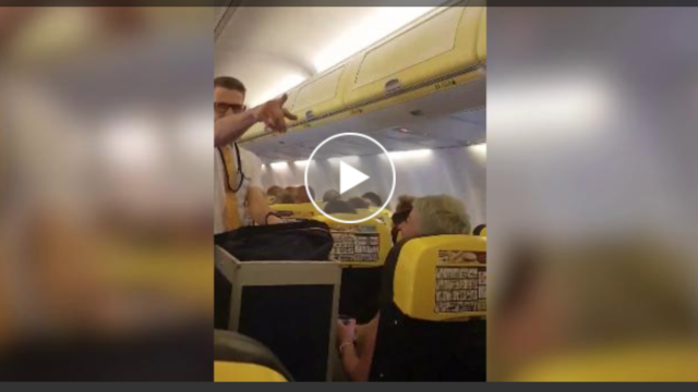 Lo steward di Ryanair balla come Britney Spears! (IL VIDEO)